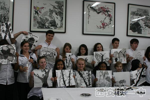 外国学生参加中国画学习_副本.jpg